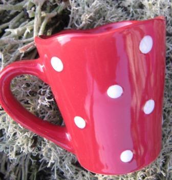 Espressokopp rød med hvite prikker
